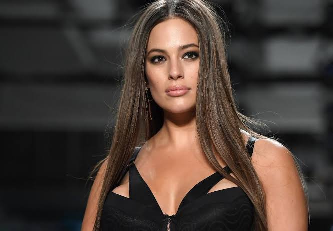 Ashley Graham Goes completely Náked To Show Off Her Stretch Marks (Photo)