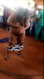 Lady Strips Completely Nàked For Pastor To Pray For Her (Photos) 4