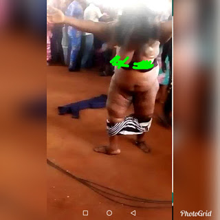 Lady Strips Completely Nàked For Pastor To Pray For Her (Photos)
