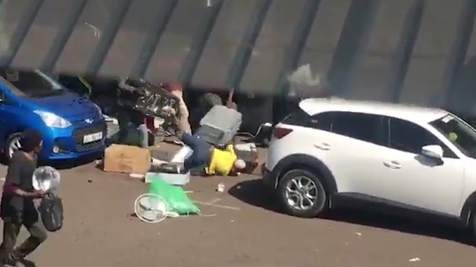 #Xenophobia: South Africans attack Pakistanis, loot their shops