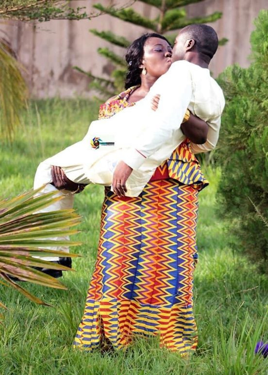See Trending Photo Of Ghanaian Bride Carrying Her Husband During Pre-wedding Photoshoot