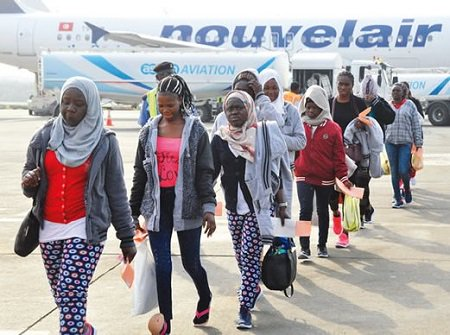 2nd Batch Of 315 Returnees From South Africa Receive N20K Each Form Lagos State Government