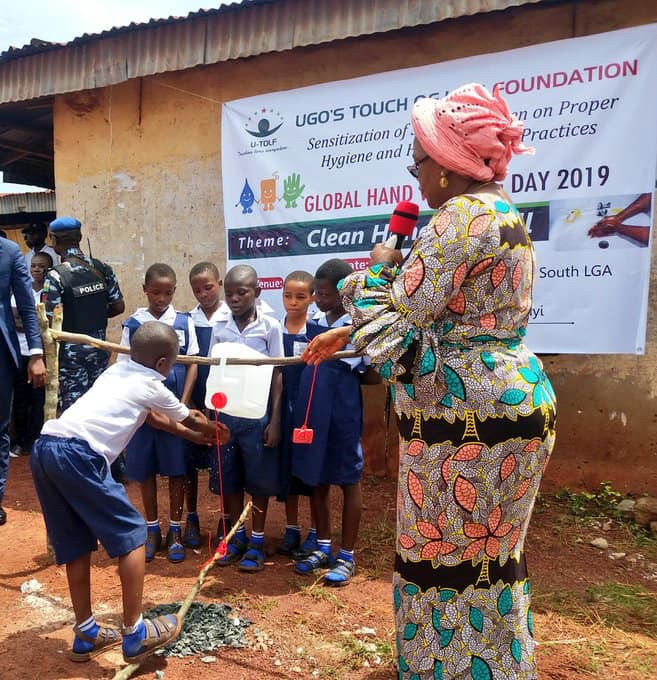 Enugu First Lady, Monica Ugwuanyi Commissions Tippy Taps For Primary School Pupils (photos) 15