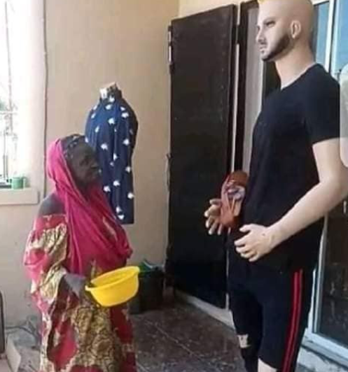 Elderly Woman Spotted ''praying'' For A Mannequin While Begging It For Money In Front Of A Clothing Store 5