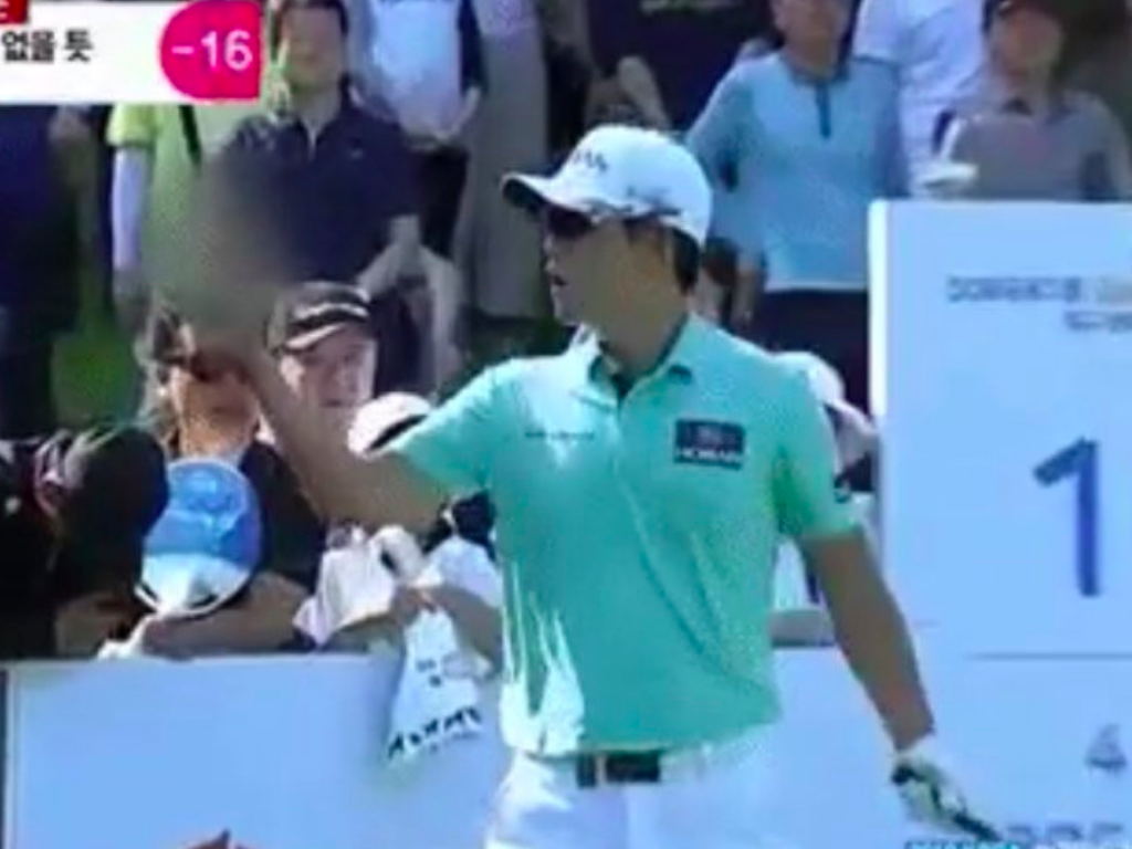 Golfer,Bio kim banned for three years for giving the middle finger to a spectator 2
