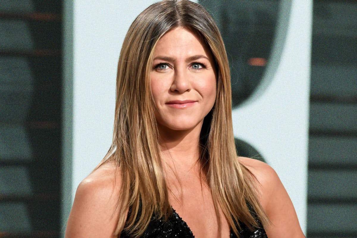 Jennifer Aniston breaks Guinness World Records As The Fastest Person To Amass  1million IG Followers As She Reaches  11.5m Followers  In Two Days. 9