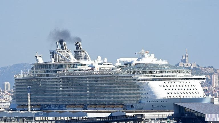 Woman banned For Life From Cruise Ship For Taking 'Dangerous' Selfie On Ship Balcony (see the photo) 3