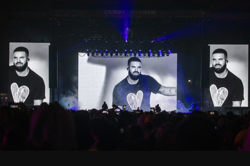Drake Booed Off Stage He Made An Unexpected Appearance (Video)