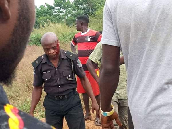 Civilians Rescue Police Officers Involved In Accident In Ebonyi (Photos)