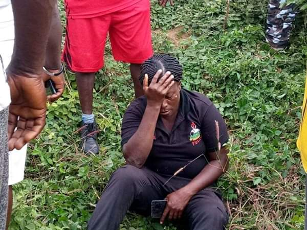 Civilians Rescue Police Officers Involved In Accident In Ebonyi (Photos) 2