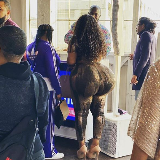 Lady Whose Backside Caused Commotion At Airport Has Been Identified (See Photos) 14
