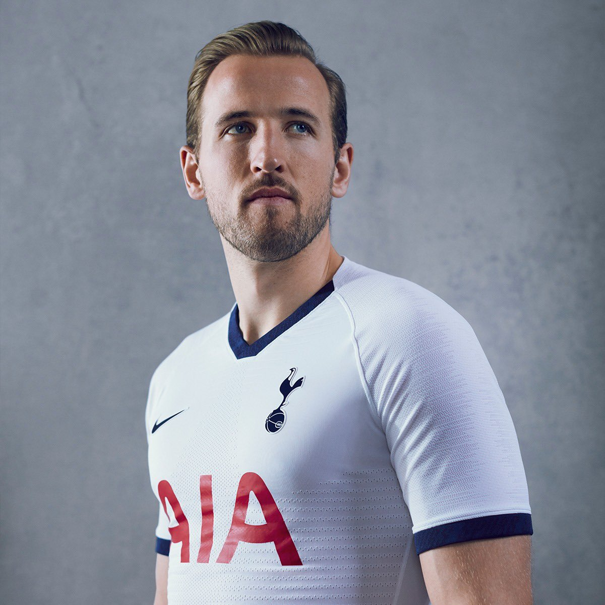 Barcelona Table £127m For Harry Kane As Suarez Replacement