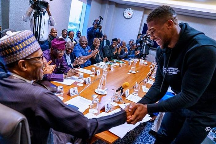 Anthony Joshua Prostrates While Presenting Heavyweight Titles To Buhari In UK (Photos) 8