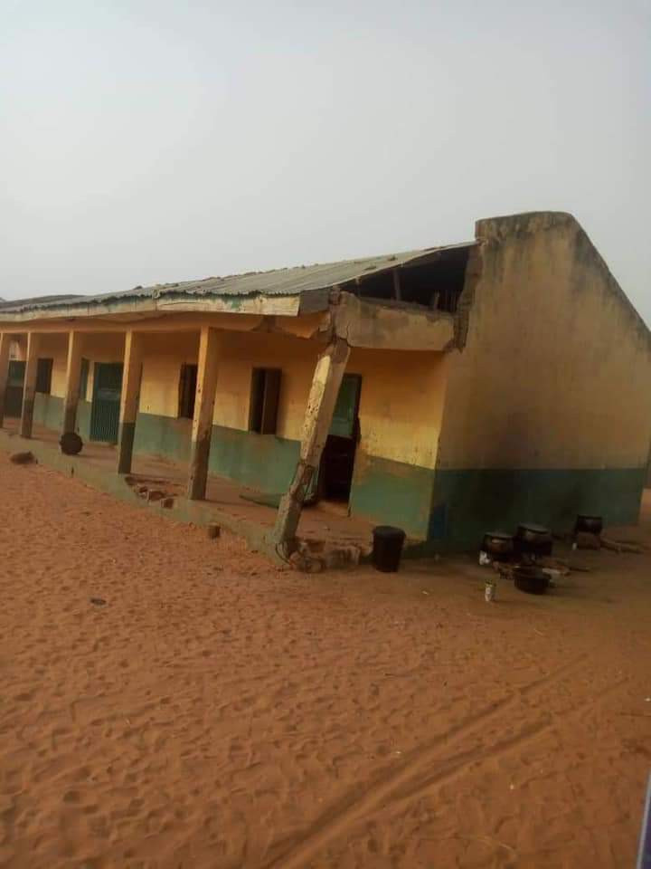 See Primary School In Kebbi Where Pupils Sit On Bare Floor (Photos) 8