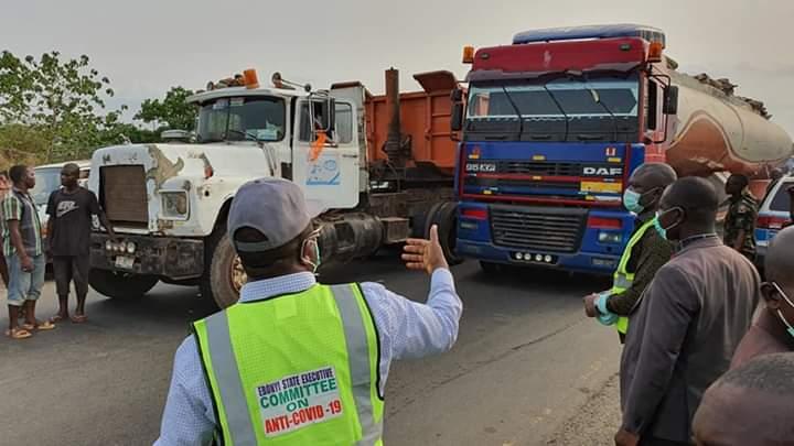 See Photos Of Gov Umahi Decongesting Traffic