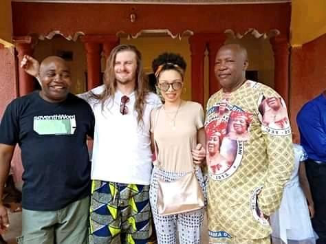 White Man Rocks Slippers To His Traditional Wedding To Igbo Lady In Enugu (Photos) 10