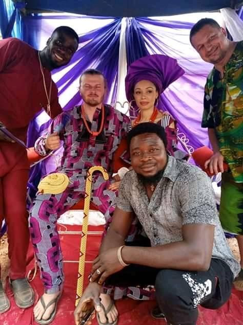 White Man Rocks Slippers To His Traditional Wedding To Igbo Lady In Enugu (Photos) 9