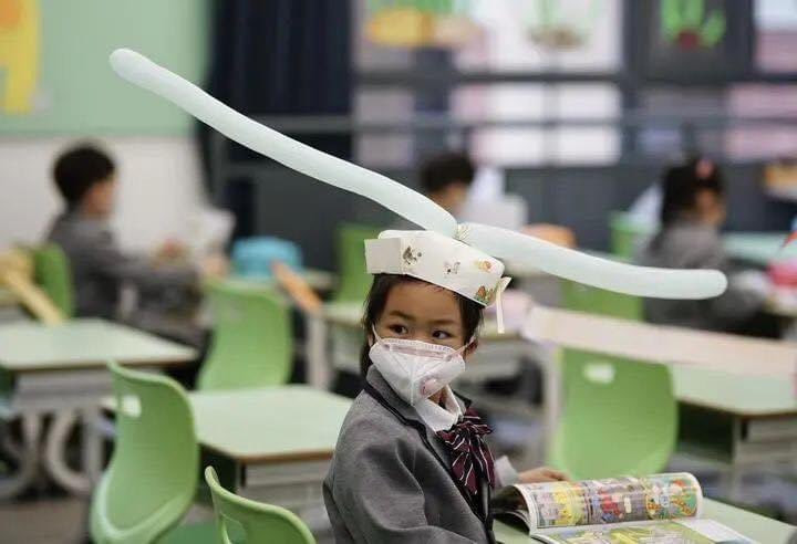 Chinese Students Resume School, Wear Social Distancing Headgears To Class (Photos)
