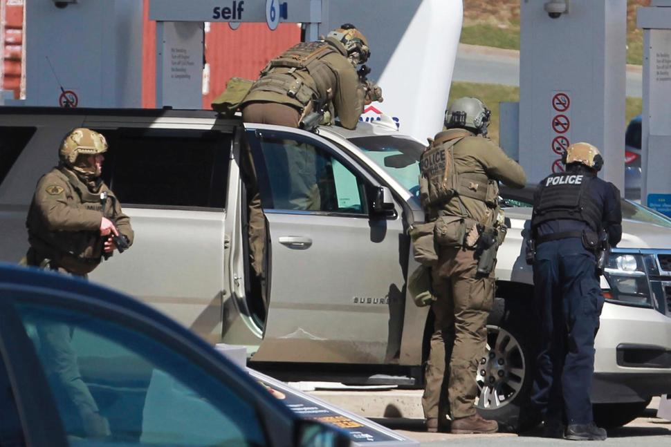 Gunman Disguises As Policeman, Shoot 16 People Dead In Canada
