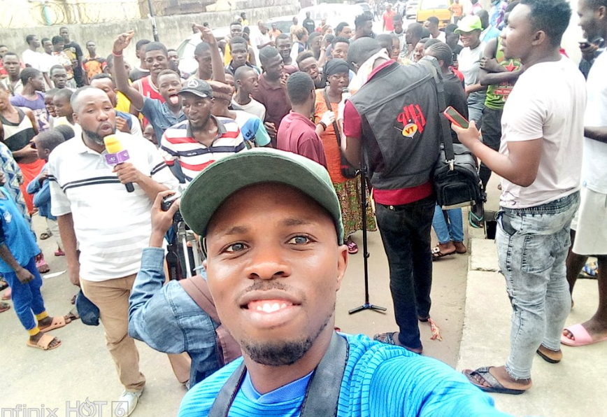 Marlians Ignore Lockdown Order, Storm Court To Show Support For Naira Marley (Photos) 11