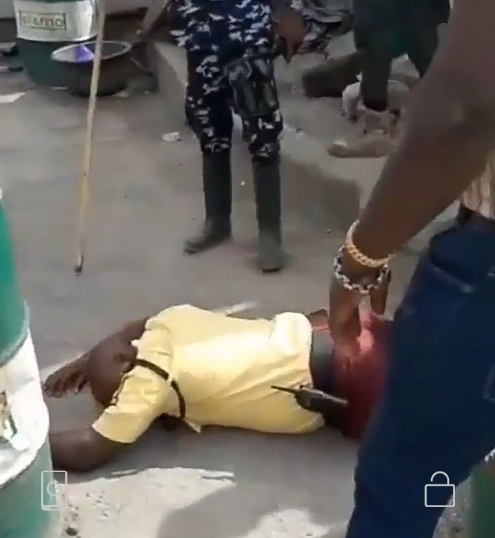Policeman Allegedly Beats LASTMA Officer To Coma In Apapa (Video)