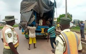 30 Northern Youths Hiding Behind Baskets Of Pepper Inside Trailer Caught In Ogun 3