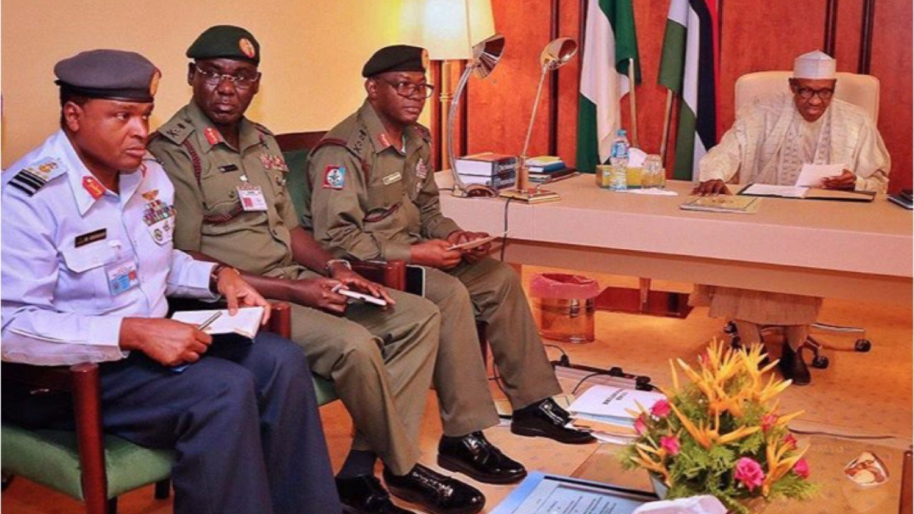 President Buhari Holds Closed Door Meeting With Service Chiefs Over Insecurity