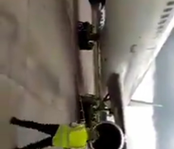 Airport Staff Seen Pushing An Aeroplane At An Airport In Nigeria (Video)