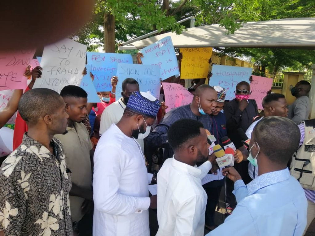 Hushpuppi: Protesters March To US Embassy, Demand Arrest Of Atiku, Dino Melaye, Other PDP Members (Photos)