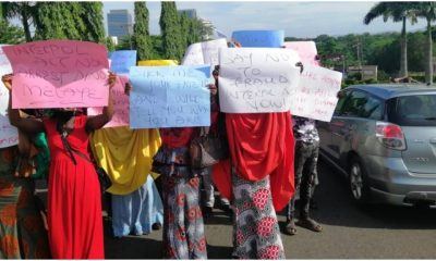Hushpuppi: Protesters March To US Embassy, Demand Arrest Of Atiku, Dino Melaye, Other PDP Members (Photos) 10