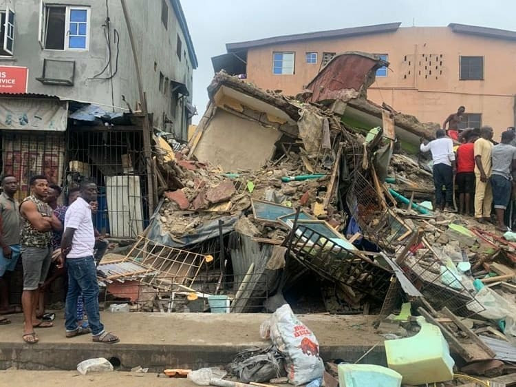 Three Storey Building Collapses In Lagos, One Person Dead, Six Others Rescued (Photos)