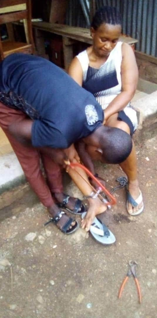 Enugu Man Chains His Wife To A Pillar In Ebonyi (Photos)