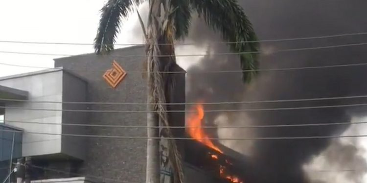 Access Bank In Lagos Gutted By Fire (Video) 6