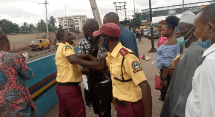 LASTMA Officials Seen Fighting Passengers Over N100