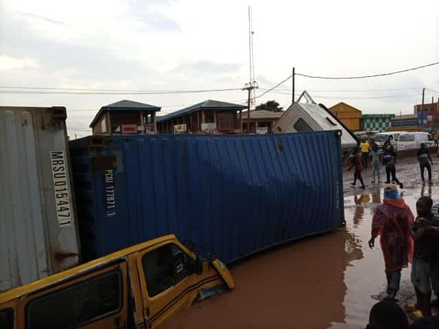 Container Falls Off Trailer, Damage Vehicles In Ogun (Photos)