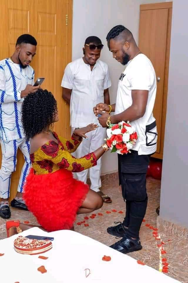 Wawu! Lady Kneels Down To Accept Engagement Ring From Her Boyfriend (Photos)