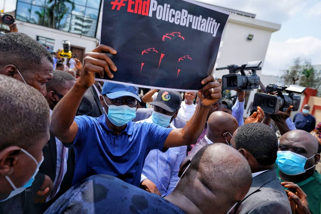 #EndSARS Protesters Sing Davido's FEM To Governor Sanwo-Olu As He Tried Addressing Them In Lagos (Video)
