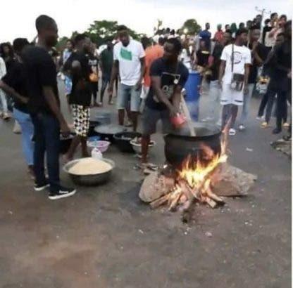 EndSARS Protesters Seen Cooking Jollof Rice