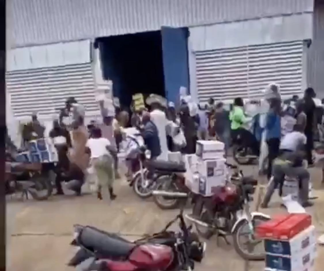 Coronavirus Palliatives Warehouse Busted By Youths In Osun (Videos) 21