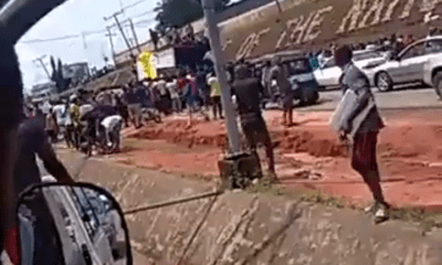 See The Moment Anambra Youths Caught Trailer Relocating Coronavirus Palliatives (Video)